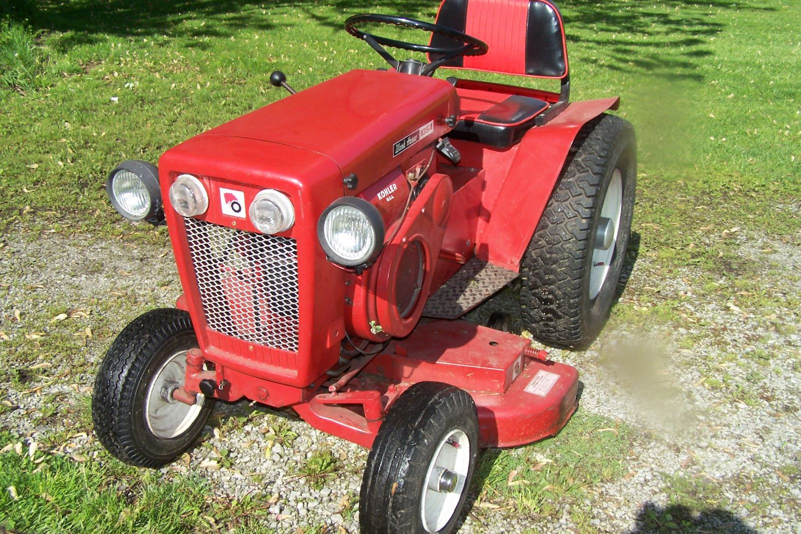 1964 Wheel Horse Tractor : Wheel horse tractor with inch mower deck