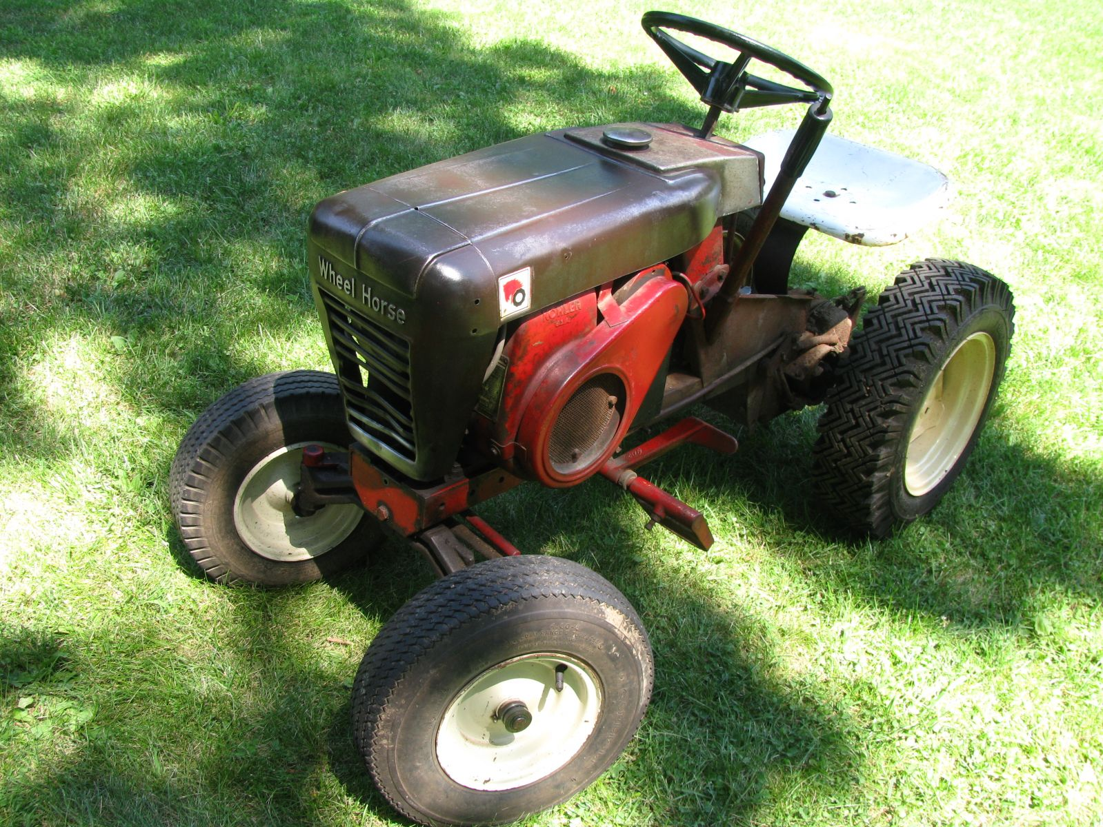 1964 Wheel Horse Tractor : Rusted model redsquare wheel horse
