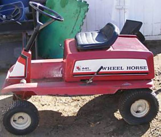 Wheel Horse Tractor Engines : A rear engine mower wheel horse tractors redsquare