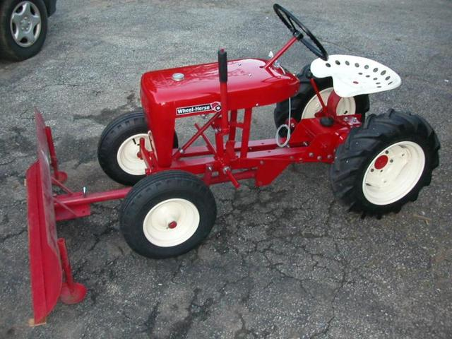Wheel Horse Tractors : Very early memory of a wheel horse tractor