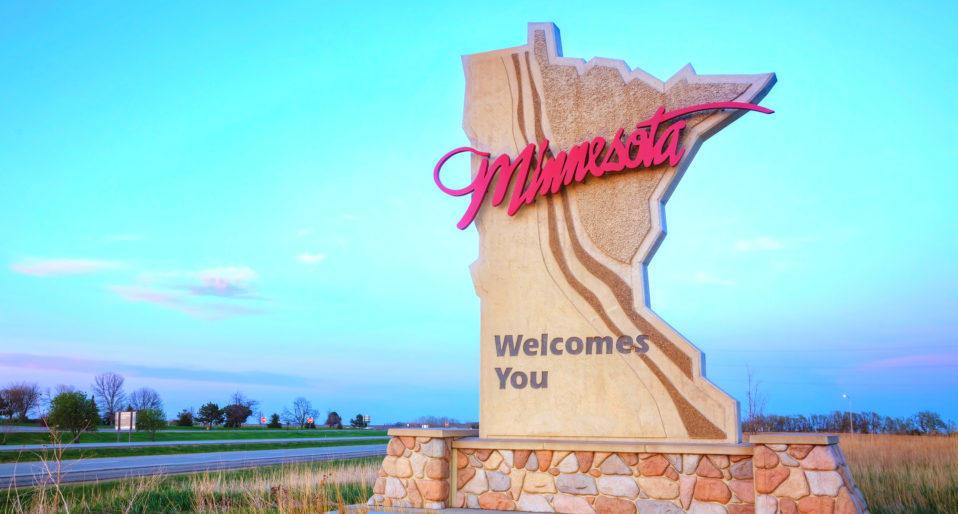 Bigstock_-81063656-Minnesota-Welcomes-You-Sign-e1471122828945-958x514.jpg