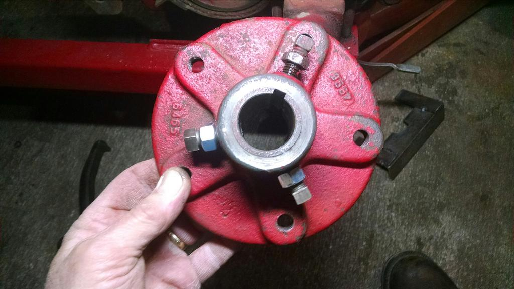 axle hub:s with two more locks added.jpg